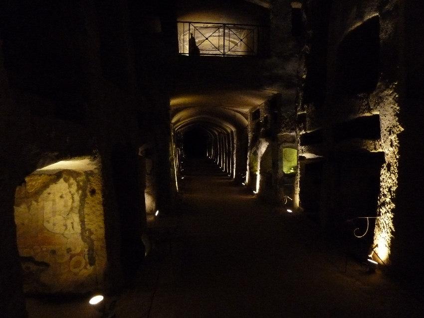 Вот интересное фото катакомб Неаполя