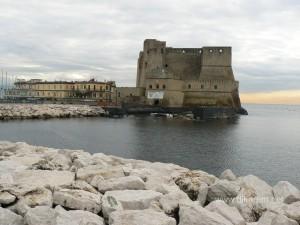 На островке Санта Лючия находится древняя крепость Кастель Дель Ово