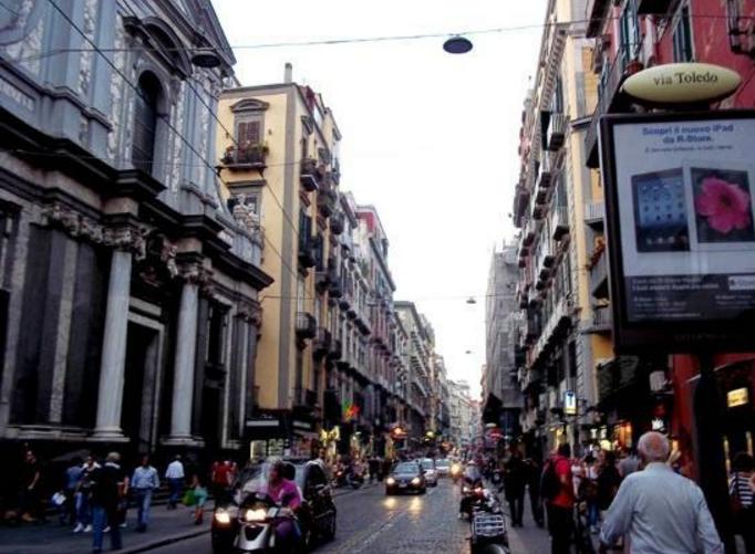 Неаполь - Via Toledo