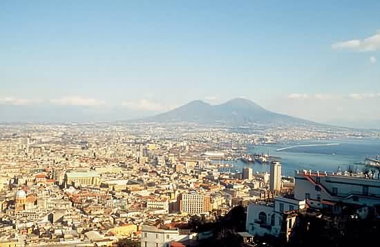 Город Неаполь. Италия.