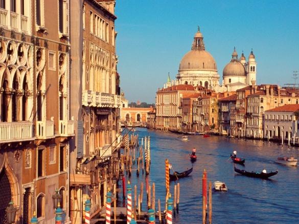 Прогулки вечером по водным дорогам Венеции
