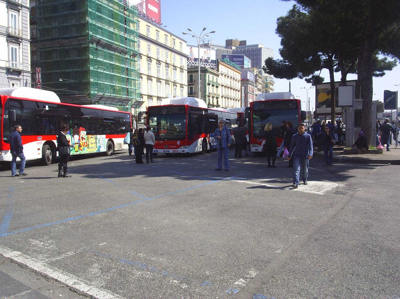Городские автобусы в Неаполе большие и комфортабельные