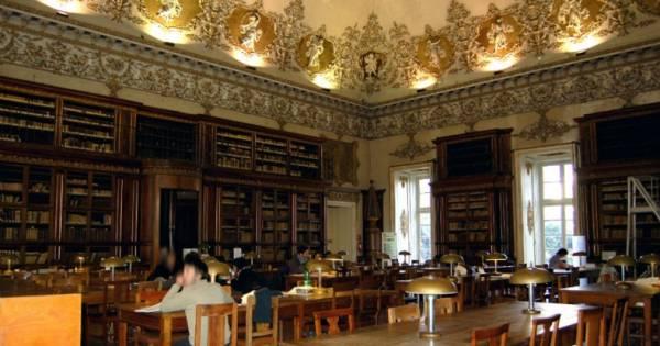 Национальная библиотека - Королевский дворец в Неаполе