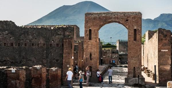 стали пускать в древний город Помпеи туристов
