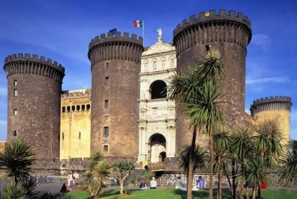 Неаполь - замок Нуово