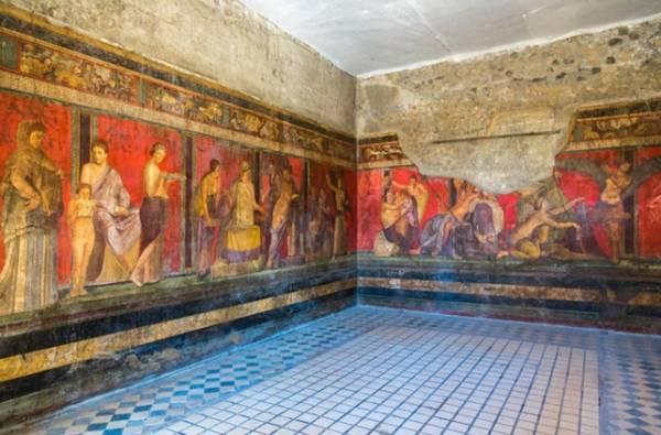 Древние рисунки и знаки, старые лавки, таверны и бордели