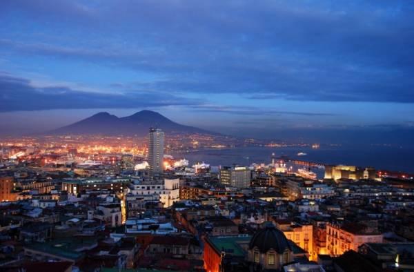Шумный Неаполь, столица Кампаньи