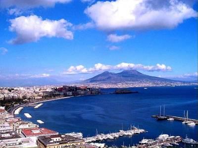 Главная достопримечательность города – спящий великан Везувий, являющийся самым высоким среди действующих вулканов в Европе.