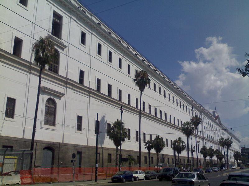 Площадь Карло III - Расположенная перед входом в Real Hotel