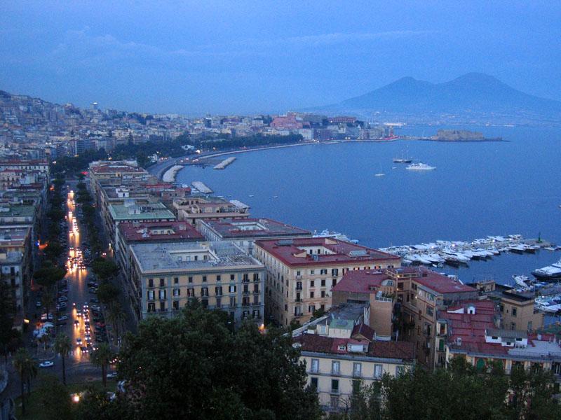 холмистый жилой пригород Неаполя