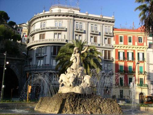 Площадь Санназаро.