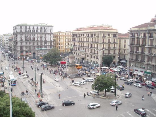 Площадь Гарибальди в Неаполе