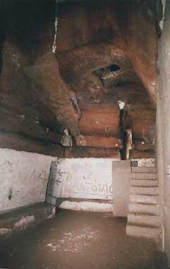 В поисках убежища неаполитанцы спускались под землю