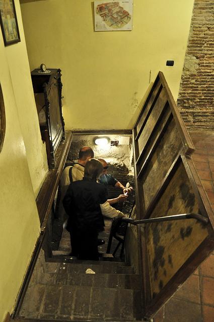 обнаружился деревянный люк, который скрывал проход к римскому театру