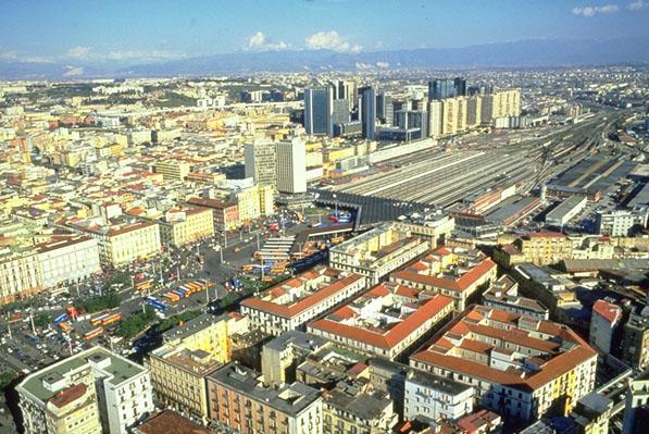 центральный район Неаполя - железнодорожный вокзал