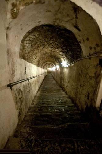 Туннель должен был соединить королевский дворец с казармами