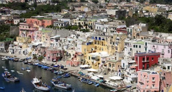 Прочида является самым маленьким островом, расположенным вдоль Неаполитанского залива