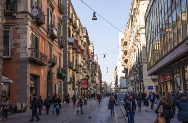 Прогулка по дорогим и фешенебельным торговым районам Неаполя