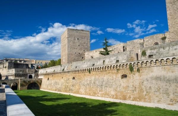 замок Норманн, заложенный в 1131 г. норманнским королём Роджером II
