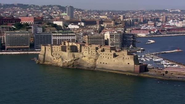 крепость Кастель-Нуво в Неаполе