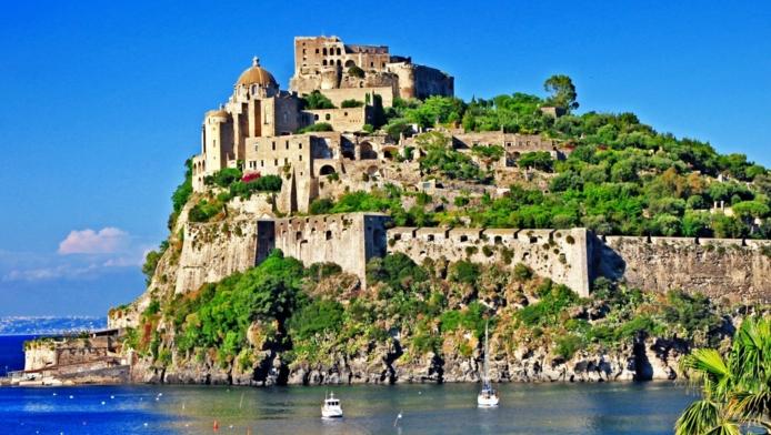 Отдыхая на Искье, обязательно побывайте в Арагонском замке