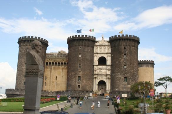 Кастель-Нуово, Неаполь