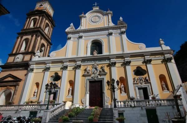 базилика святой Трофимены - покровительницы Минори