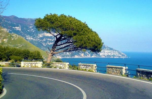 Город находится на пути между Салерно и Сорренто