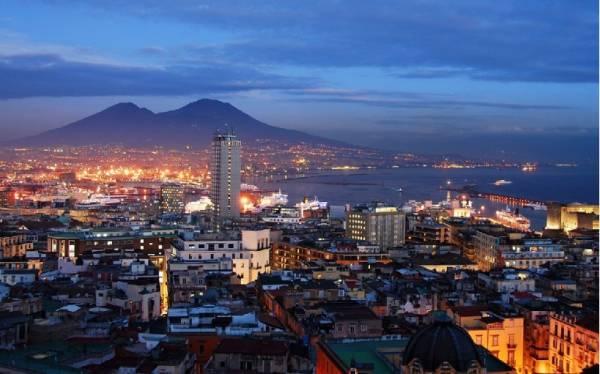 До Неаполя также можно добраться на автобусе