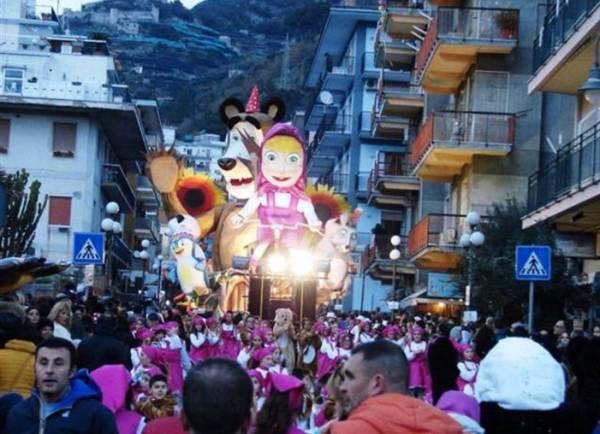 Каждый год в августе в городе можно увидеть незабываемый карнавал
