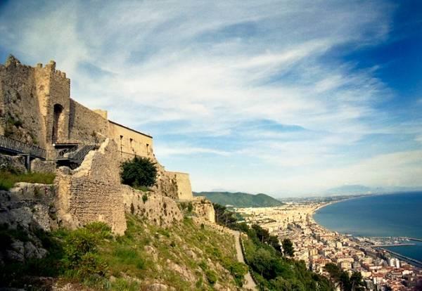 Крепость Ареки, Салерно