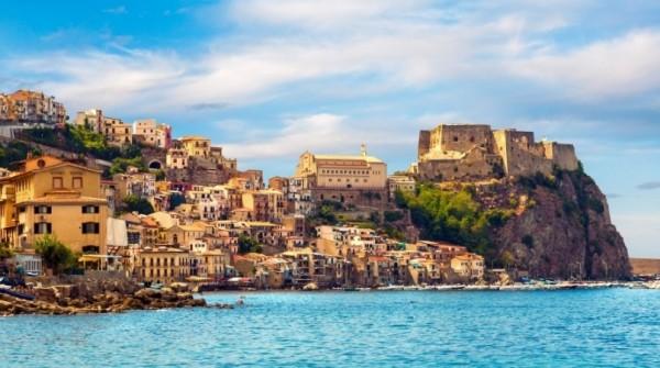 Помимо песчаных пляжей и яркого солнца, Сицилия богат памятниками исто