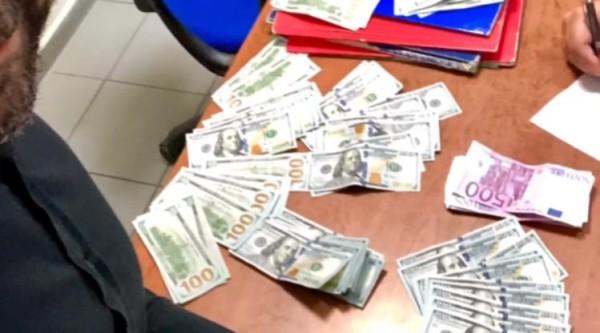 В Неаполе туристка потеряла 13 тысяч евро и ей их вернули