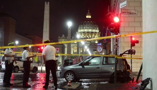 Рим: Авто влетело в группу туристов вблизи Ватикана