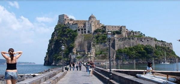 финансовая гвардия Неаполя конфисковала Арагонский замок