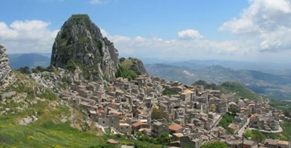 Сицилия: власти Поджореале хотят восстановить город-призрак