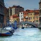 Туристы и гости наконец-то возвращаются в Венецию