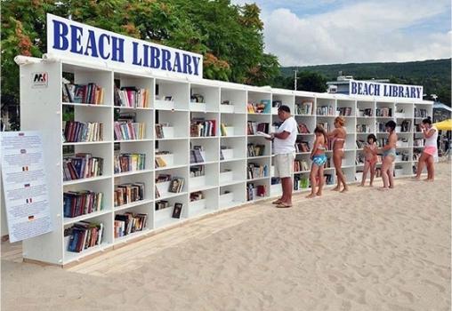 Италия - GROTTAMMARE. Библиотека на пляже