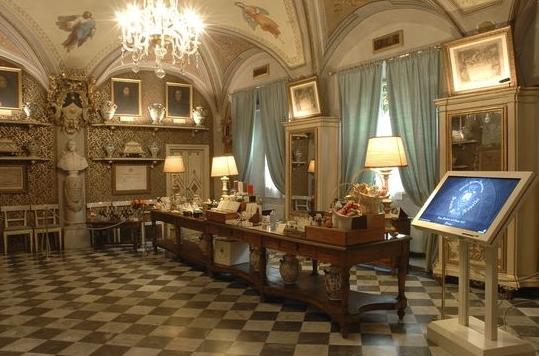 Аптека сейчас является одной из достопримечательностей Флоренции, поэтому каждому туристу стоит заглянуть сюда