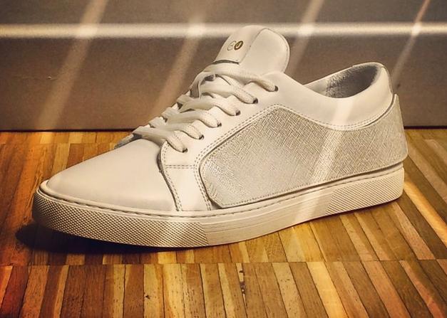 Теперь решение найдено! Нет необходимости держать много пар обуви, чтобы изменить свой образ, достаточно поменять боковые полосы