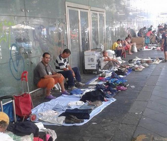 Иммигранты и наркоманы превратили в свой «дом» весь район вокруг центральных авто- и железнодорожной станций, которые расположены на пл. Джузеппе Гарибальди
