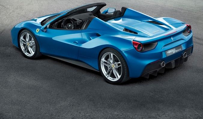 Новинку можно лицезреть на сайте компании Феррари. Релиз новенькой Ferrari 488 Spider состоится в сентябре