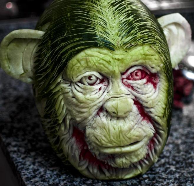 Скульптор из Италии создает шедевры из арбузов