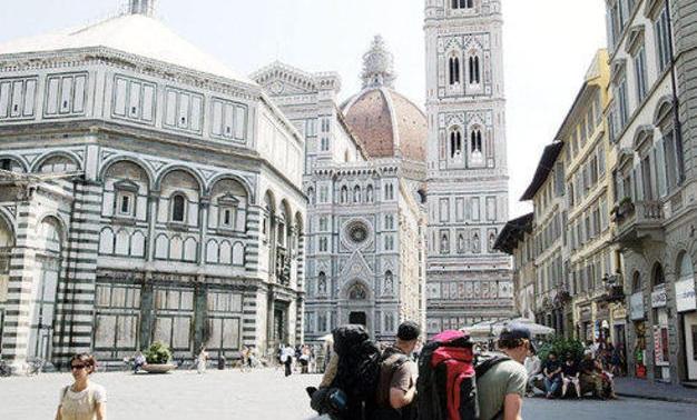 Туристы, помешанные на сэлфи, продолжают портить памятники Италии
