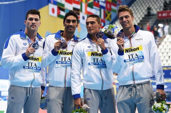 Стартовал турнир пловцов и сразу же, в первый день, итальянские мастера водных дорожек завоевали медаль