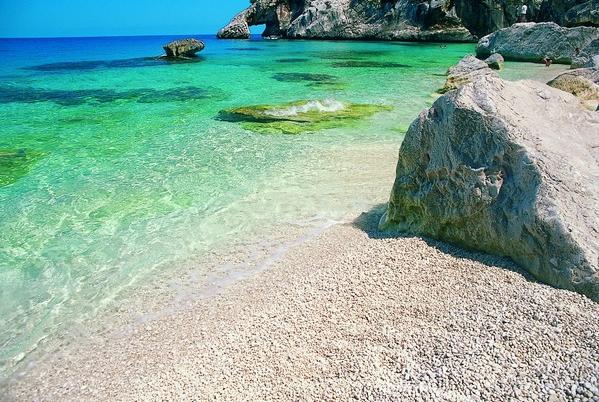 знаменитый пляж Кала Луна (Cala Luna) на Сардинии