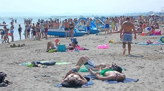 Некурящие люди получат скидку на пляжный отдых в Италии