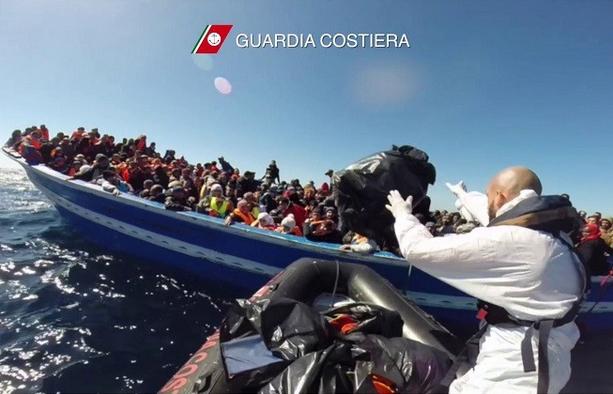Норвежцы на корабле сумели спасти жизни еще 800 мигрантов