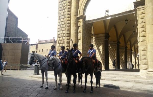 Болонья. Туристы влюбились в конную полицию