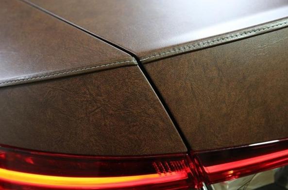 Флоренция. Новая Skoda Superb 2015 получила эксклюзивный кузов, обтянутый кожей